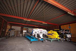 紫外線や汚れから愛艇を守る屋内艇庫